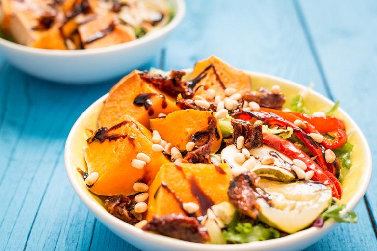 Rețeta zilei! Salată de pui și cartofi dulci!