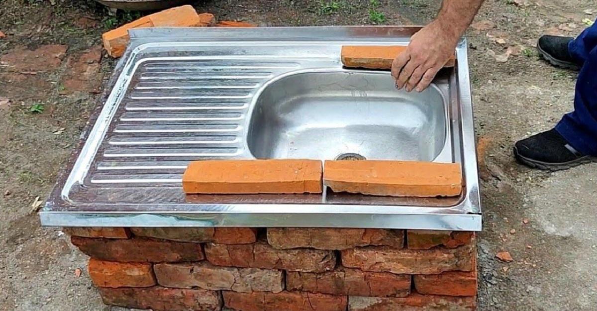 Reutilizarea chiuvetei metalice vechi. Nu o aruncați! O abordare inedită!