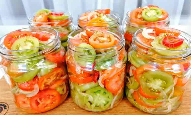Salata de rosii pentru iarna: Gustoase si crocante